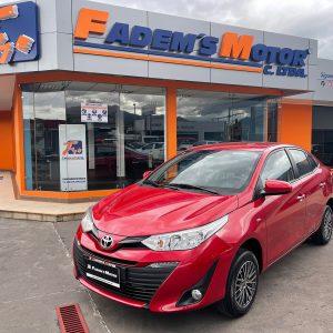 toyota-yaris-1.5-sedan-2020-full-5p-rojo-manual